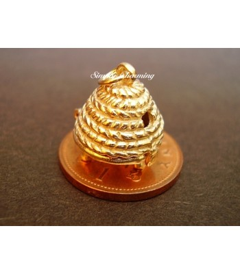 Beehive Opening 14ct Gold Charm