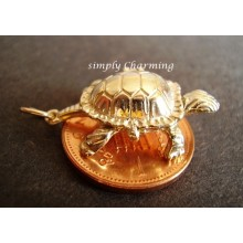 Tortoise & Hare Opening 9ct Gold Charm